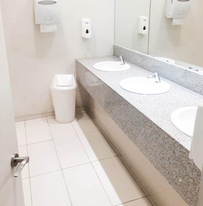 Remodelación baños oficina Deloitte
